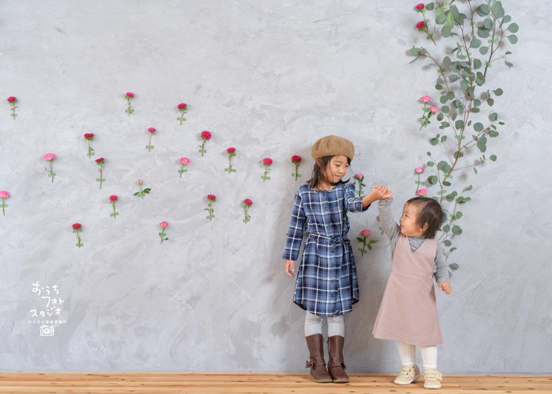 おうちフォトスタジオでの楽しい家族写真撮影